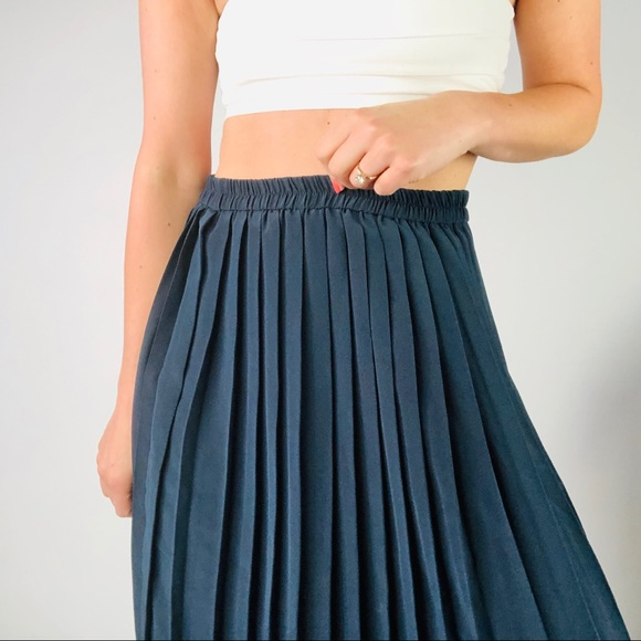 Vintage   Navy Blue Pleated Midi Skirt M by Vintage